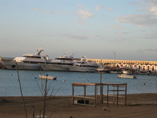 am Hafen von Peschici