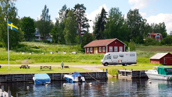Schade,  im bezaubernden Hafen von Sollerön darf man nicht länger als 24 Stunden stehen bleiben