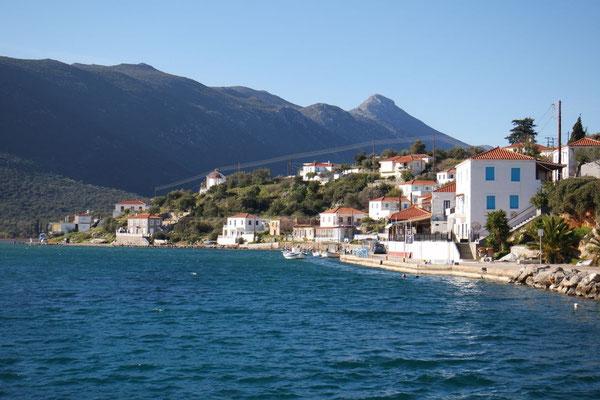 Der Hafenort Gerakas