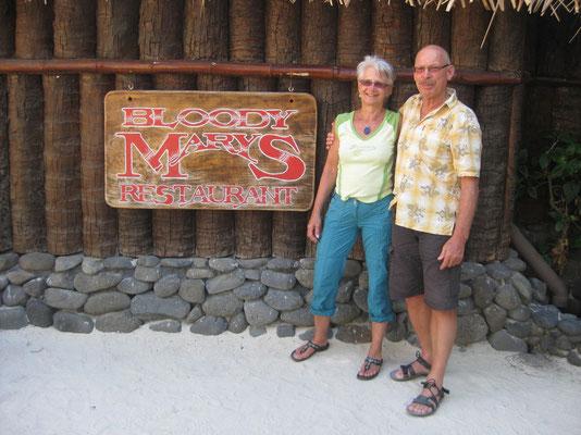 Vor dem legendären Bloody MaryS Restaurant auf Bora Bora