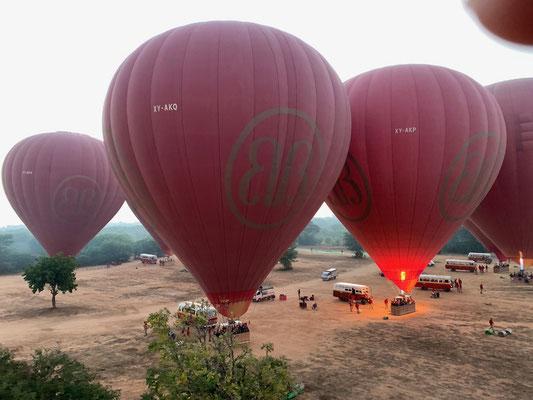 Abheben mit Balloons over Bagan