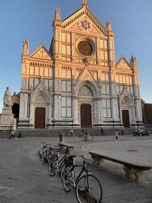 Halbe halbe - die Basilika Santa Croce an der gleichnamigen Piazza