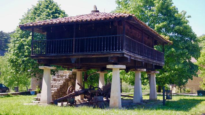 Asturiens Speicher erinnern ans Wallis. Sie sind das Pendant zur galizischen Ausführung aus Stein