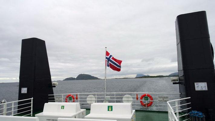 Beim Fjordhüpfen auf der Fähre .....
