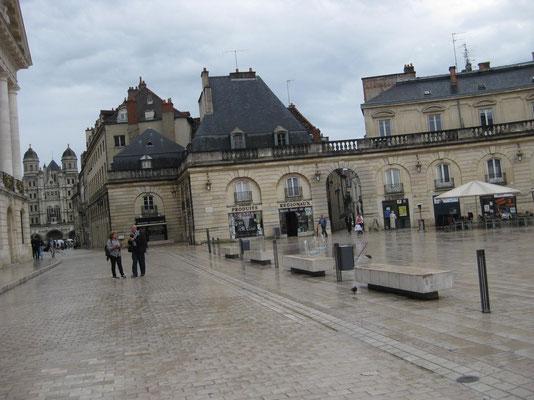 Ein Rundumblick der Place de la Libération