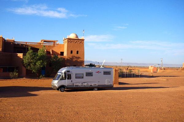 Wunderbare Nachtruhe in der Wüstenumgebung