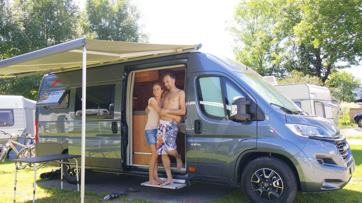Sohnemann Manuel mit seiner Antonia besuchen uns  mit ihrem mobilen Heim