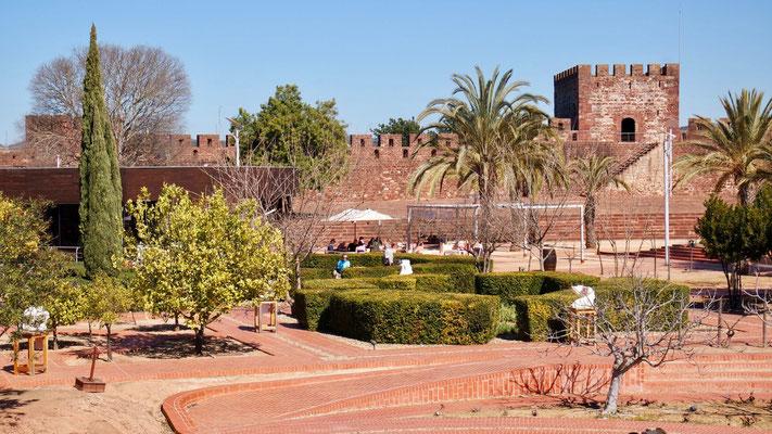 Ausschnitt der riesigen und gut erhaltenen Schlossanlage
