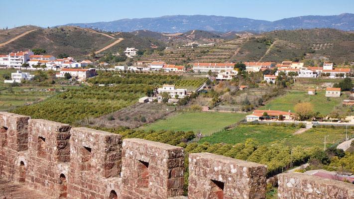Vom Schloss aus geniessen auch wir den prächtigen Ausblick