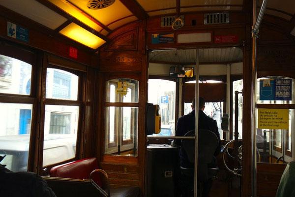 Nostalgische Fahrt quer durch Lissabon