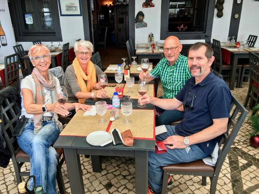 Unterhaltsames Zusammensein in Alvor, bei nicht nur Sky Dive-Latein -  mit Bonny und Walti