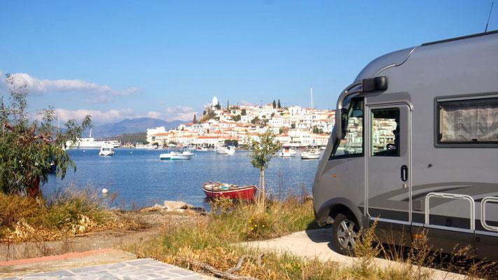 Unser Standort in Galatas, mit Sicht auf Poros