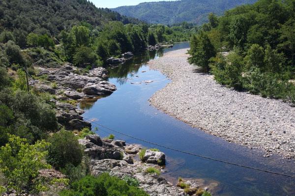Die Ardèche im Fluss