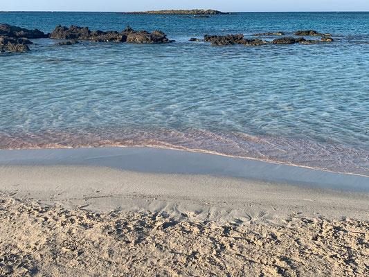 Tatsächlich wird rosaroter Sand angespült