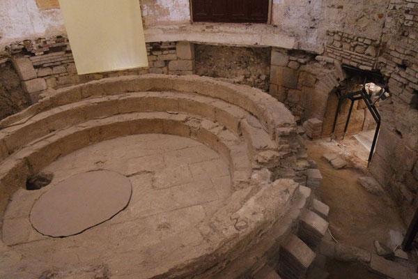Das einstige römische Bad ist im Stadthaus von Évora zu bewundern