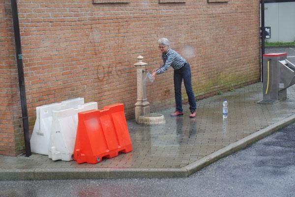 Trinkwasserhaushalt auffüllen in Fontanellato auf dem Stellplatz