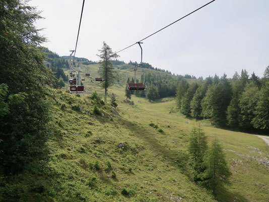 Per luftiger Fahrt  auf die Hochalm Velika Planina