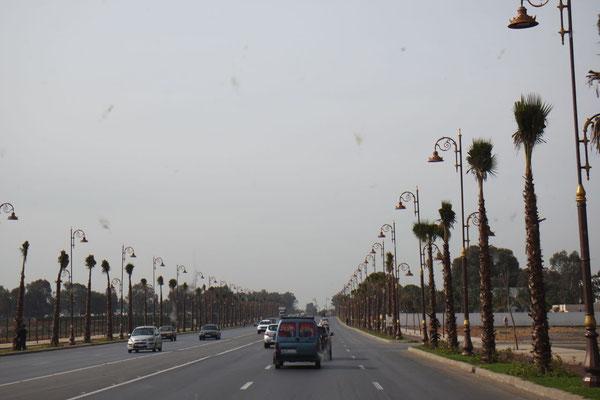 Einfahrt in die Haupt- und Königsstadt Rabat