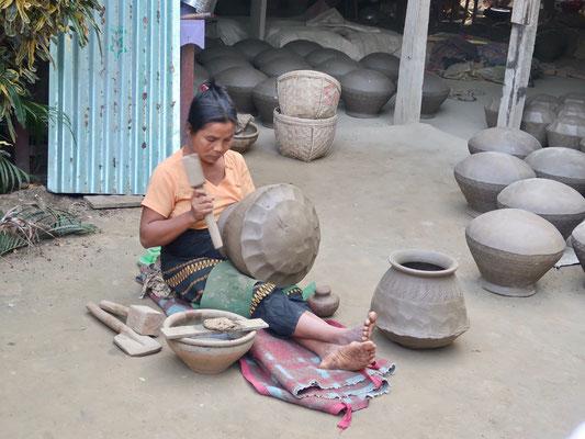 Burmesische Töpferfabrikation