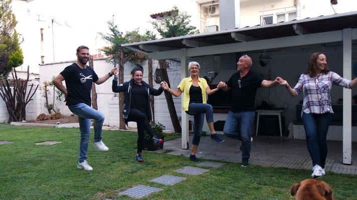 Zum Schluss gibt's Tanzstimmung in Nachbar's Garten
