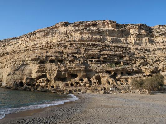 Die Höhlen von Matala - sie waren zur Hippie-Zeit in den 70ern die gesuchten Unterkünfte