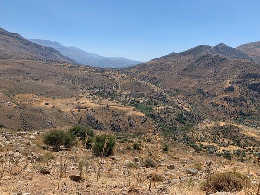 Das für Kreta so typische Bild, die Farbe braun dominiert