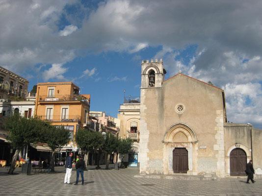 Die Piazza in Taormina