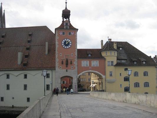 Der bekannte Blick von der Brücke zur Stadt