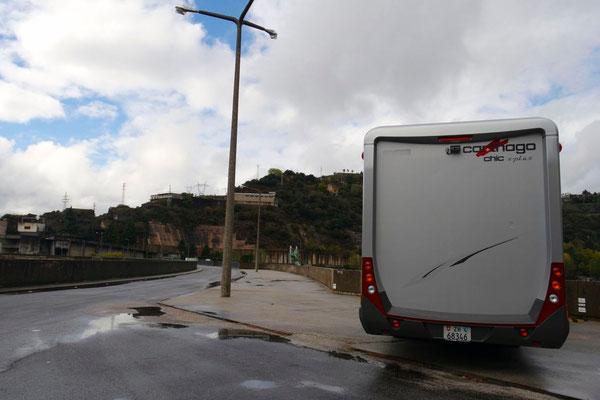 Und schon stehen wir an der Grenze zu Portugal, auf der Staumauer des Rio Douro
