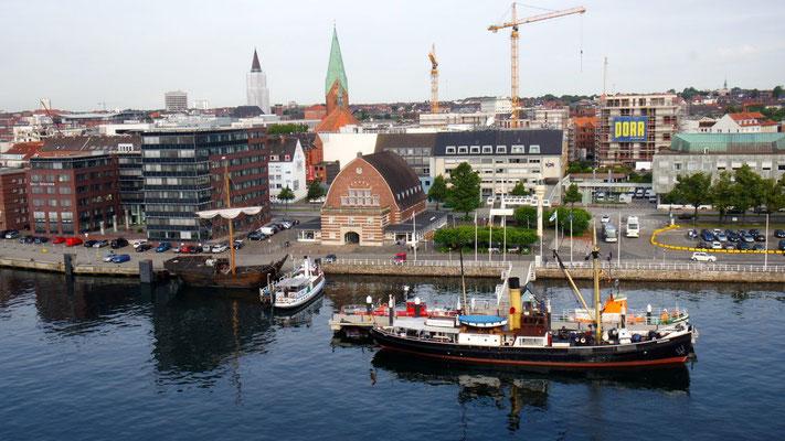 """Attraktives Kiel vom """"Schiff"""" aus gesehen"""