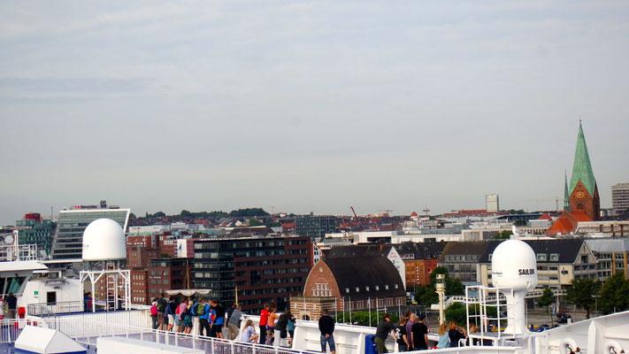Mit den Dächern von Kiel auf Augenhöhe