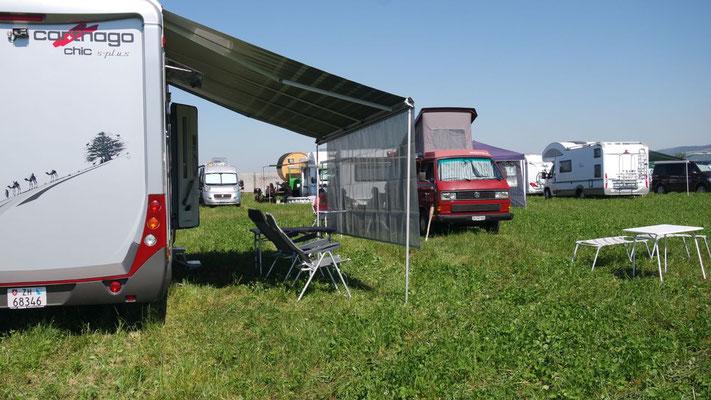 """Auf dem Campinggelände: wir sind gerüstet für den Kampf der """"Bösen"""""""