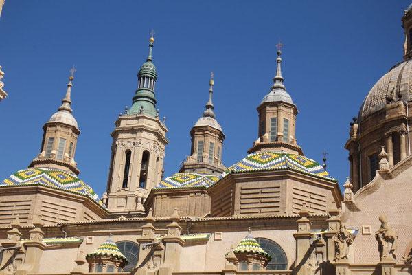 Die unglaublich riesige Basilika, die nicht in die Kamera passt!