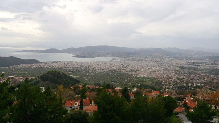 Blick auf Volos, die Stadt liegt auf halber Strecke zwischen Athen und Thessaloniki am Fuss des Pilion-Gebirges