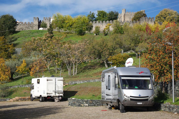 Auf dem Stellplatz, am Fuss der Burg von Bragança