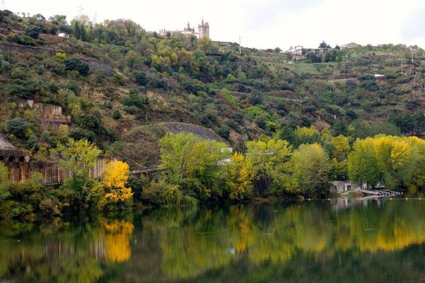 Blick von der Staumauer nach Miranda do Douro - wir kommen