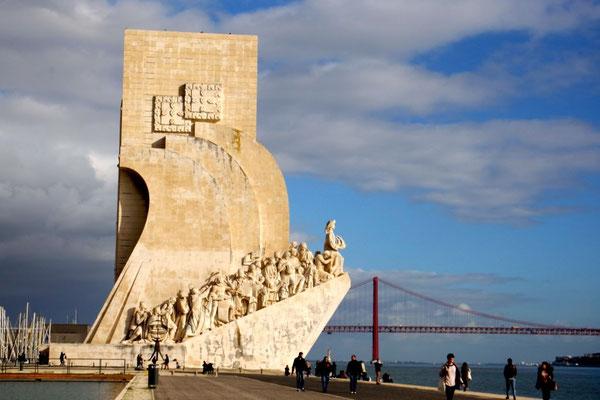 Das weisse Denkmal versinnbildlicht den Aufbruch der portugiesischen Entdecker