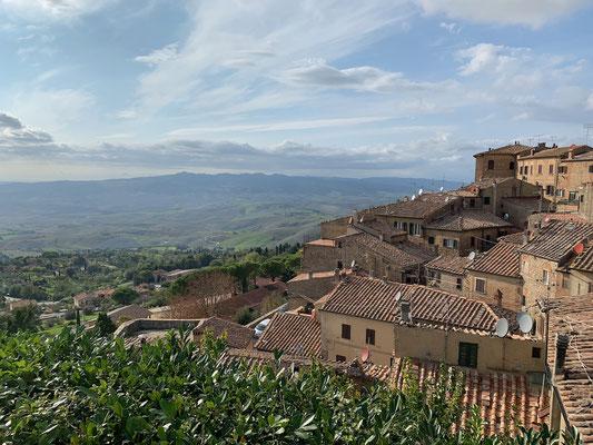 Den typischen Blick in die Toscana gibt es von Volterra