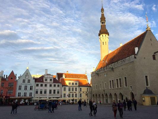 Tallinn - Hauptstadt Estlands bei Nacht!