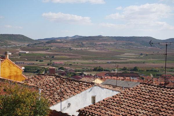 Ausblick von Navarrete ins Rioja-Weingebiet