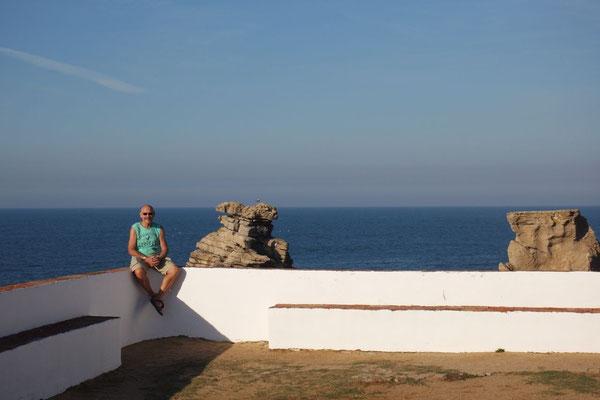 Auf der Mauer, auf der Mauer in Peniche, am nahezu westlichsten Ende Europas