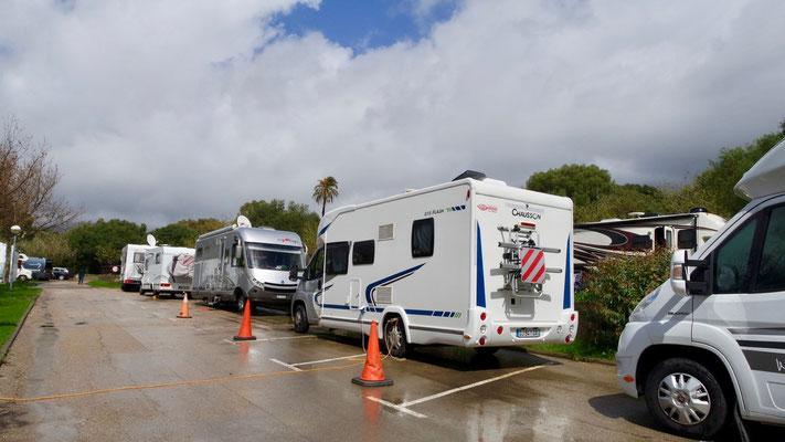 Der Campingbetreiber sucht nach optimalen Lösungen (mit befestigtem Untergrund) für die Gäste
