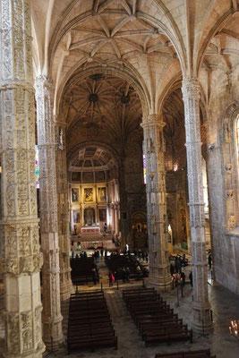 Ein Blick hinunter in die Kirche