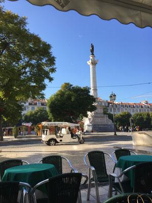 Strahle-Stimmung am Rossio Platz mit Tuktuk