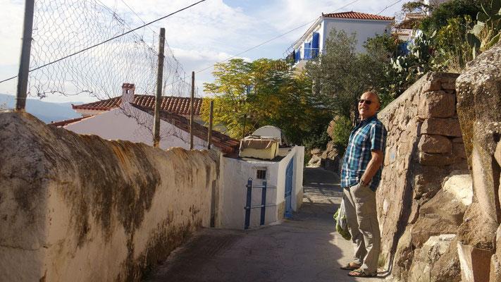 Nicht nur der hübsche Ort Poros strahlt im Sonnenschein!