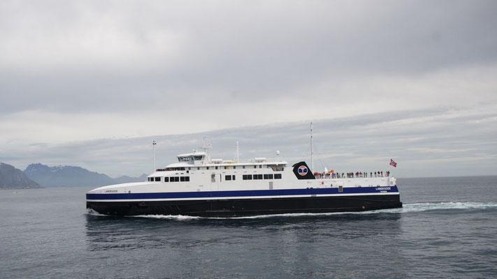 4 Fähren-Stunden trennen den südlichsten Hafen der Lofoten, Moskenes von Bodö auf dem Festland