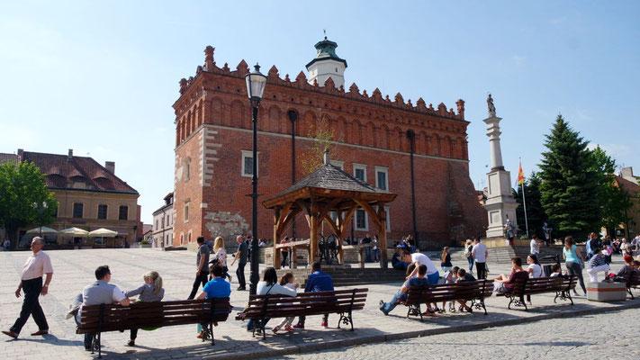 Der Platz hinter dem Rathaus ist DER Platz für Jung und Alt, Einheimisch oder Fremd