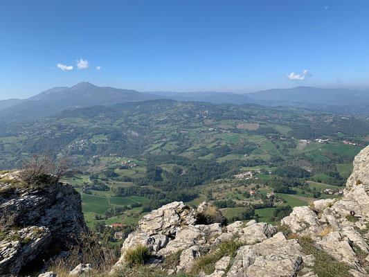 Oben angekommen gibt es eine herrliche Aussicht auf die Landschaft der Emilia Romagna