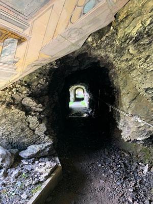 Gratwanderung durchs Tunnel zum Gumen