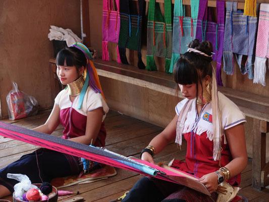 Besuch bei den Long Neck Ladies (Padaung) - eine unvorstellbare Tradition, die heute touristisch vermarktet wird